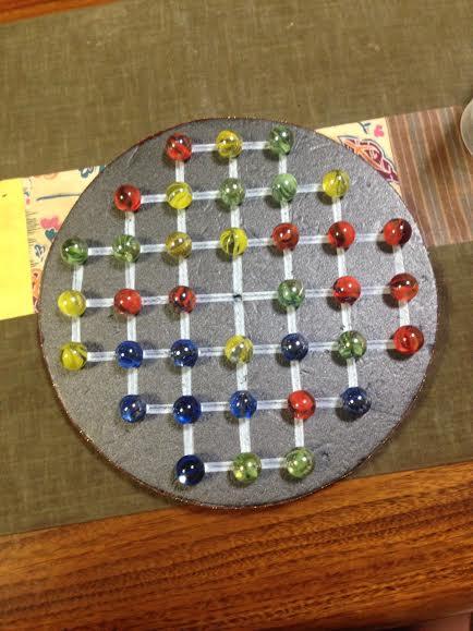 ソリティアのビー玉ボードゲームの遊び方とは?ボードを手作りしてみよう!体験してみての感想はコチラ!